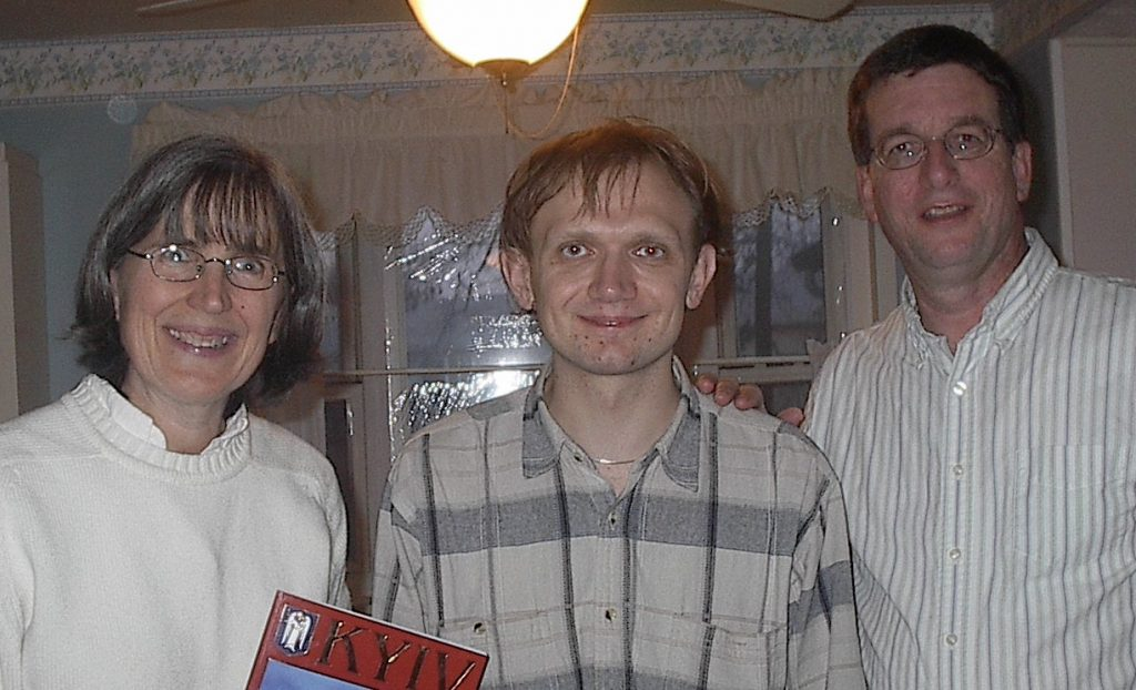Vadim with Tom & his wife Kathleen at their home in Maryland, 2007.